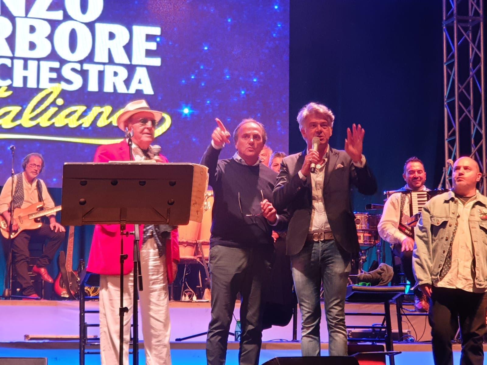 Conferimento premio giornalistico ad honorem al maestro Renzo Arbore e l'Orchestra Italiana 17 Agosto 2019